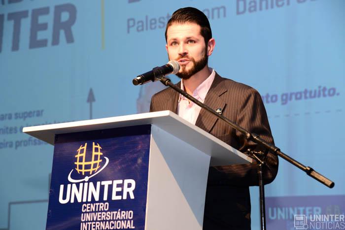 Uninter Promove Palestra Motivacional Com Daniel Godri