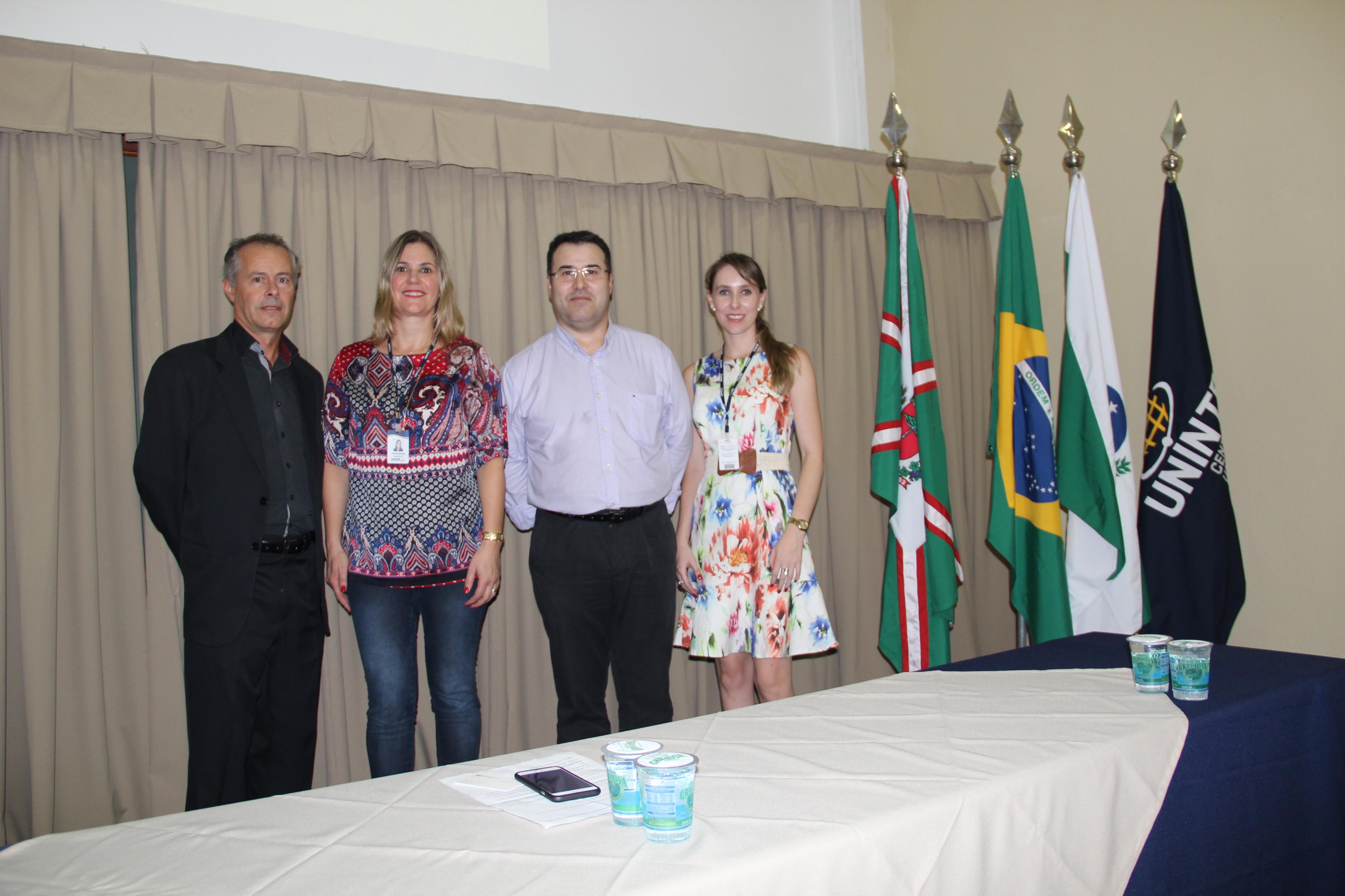 Professores do curso de Comércio Exterior da UNINTER e palestrante convidado.