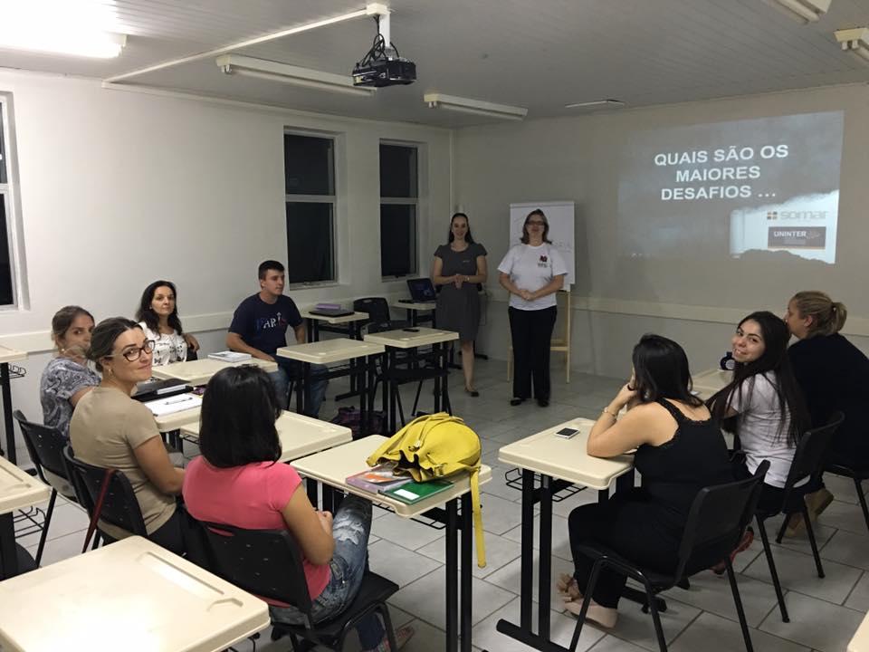 Primeiro encontro com a coordenadora do Polo, a tutora do encontro e os alunos participantes