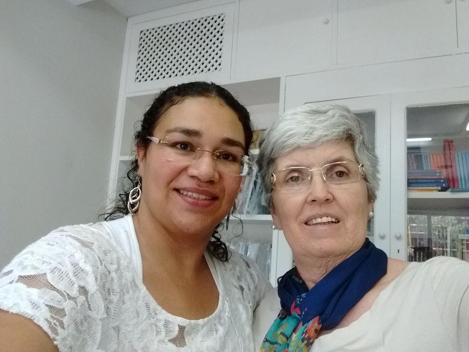 Karen, ganhadora da bolsa de pós-graduação e Maria Cristina Fogaça, coordenadora do PAP Brooklin