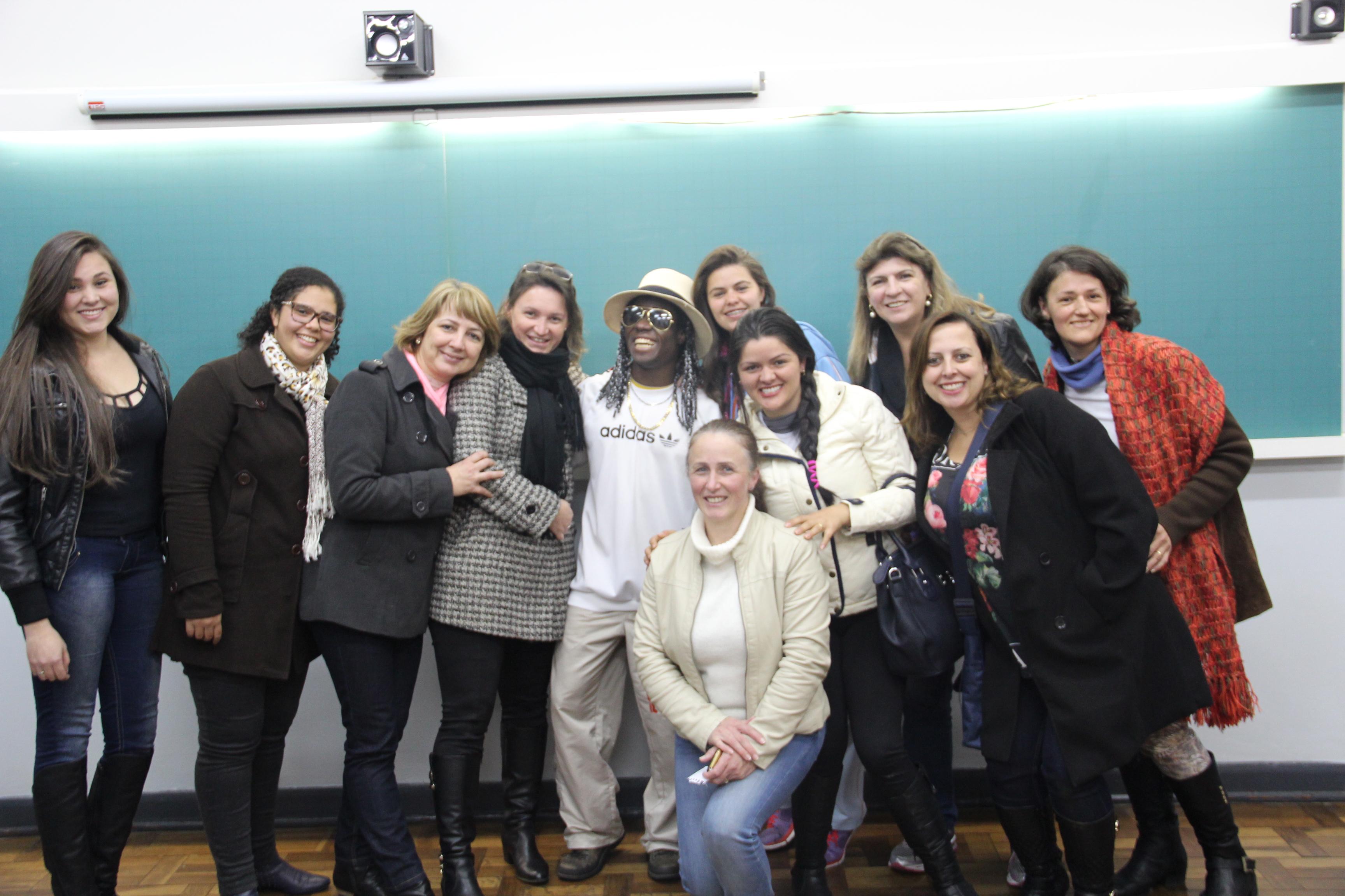Cachinga, professora Cláudia e alunas de pedagogia
