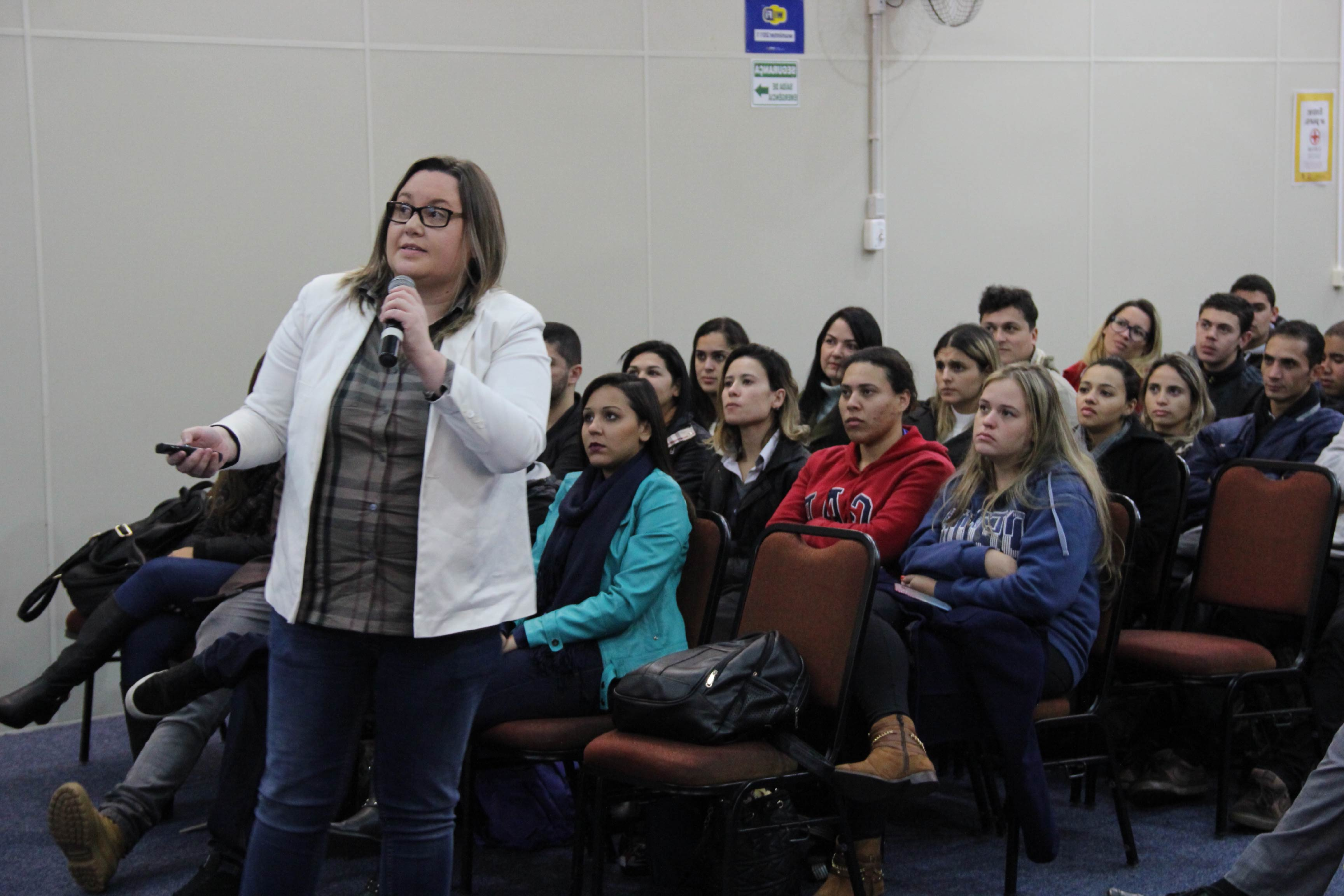 Palestra destaca presença feminina no mercado de trabalho