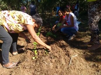 Voluntários da comunidade auxiliando os Rondonistas